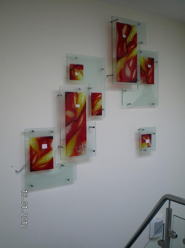 Installation aus Glas